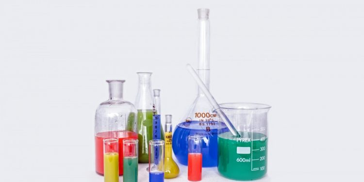 lab_research_chemistry_test_experiment_many_pharmaceutical_colored-1005187
